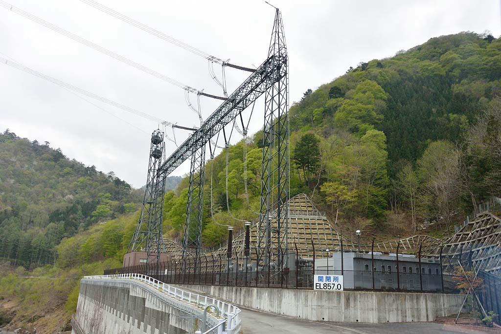 写真:「神流川発電所の入口にある神流川開閉所」へリンク
